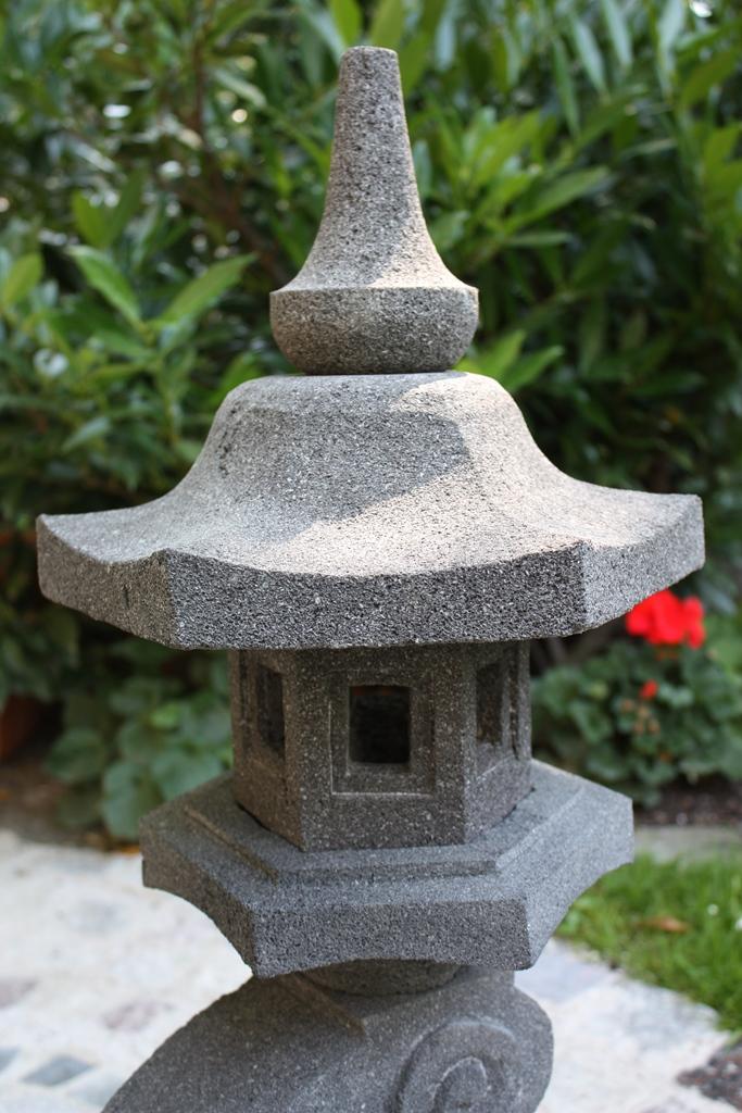 Japanische steinlaterne sch nes f r menschen for Japanische gartendekoration